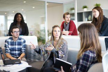 collaborateurs dans un bureau ouvert